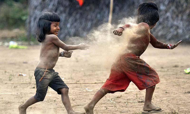ヤノマミ族の子供たち