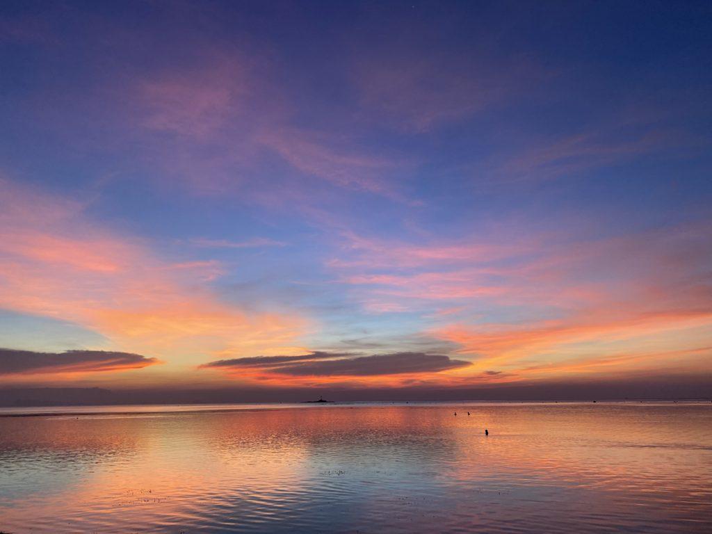 コパンガンの夕日と海。毎日、夕日の美しさは格別でした